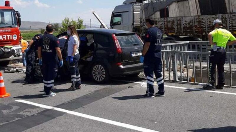 Kayseri'de feci kaza! Bariyerlere çarpan otomobilin sürücüsü öldü