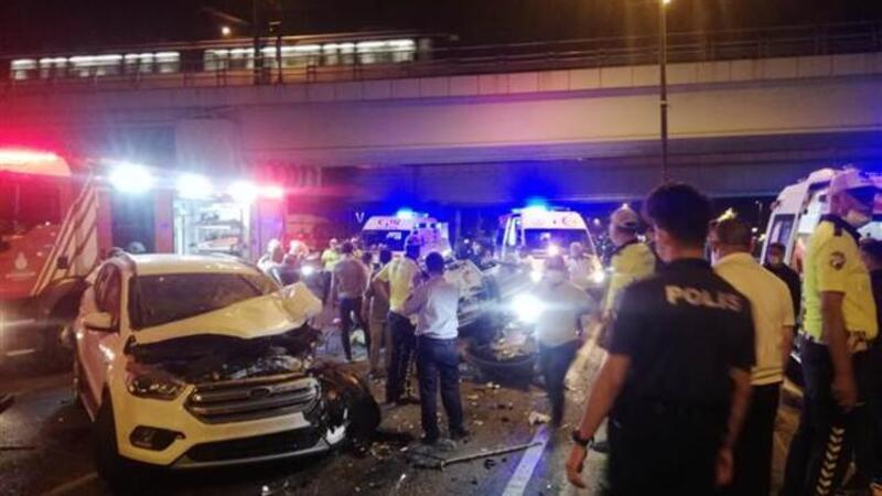 Fatih Vatan Caddesi üzerinde iki otomobil çarpıştı