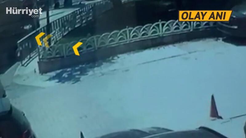 Bakırköy'de hafriyat kamyonu çöken yola düştü! O anlar kamerada