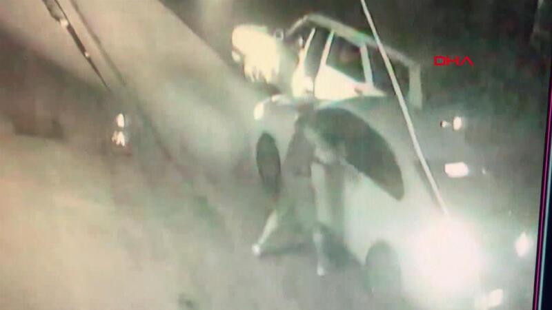 Pendik'te eski sevgili dehşeti! Yolunu kesti, aracın camını kırdı