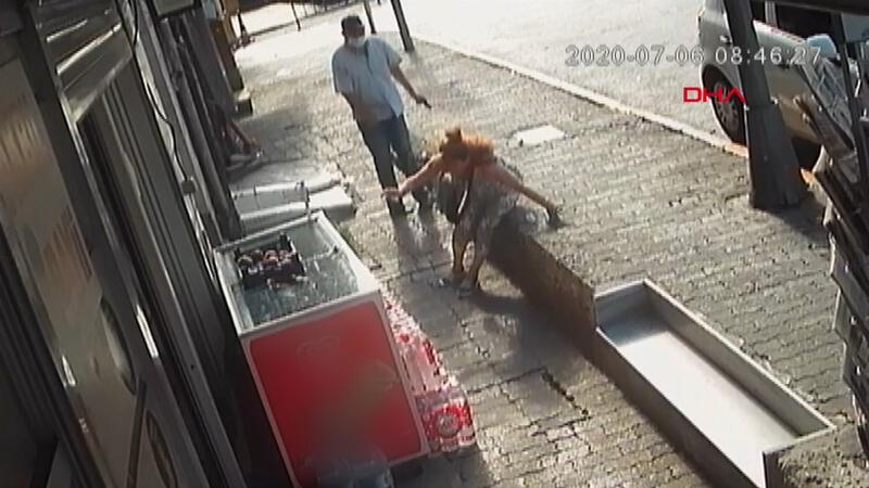Beyoğlu'nda emniyet müdürlüğü önünde kadına silahlı saldırı anı güvenlik kamerasında
