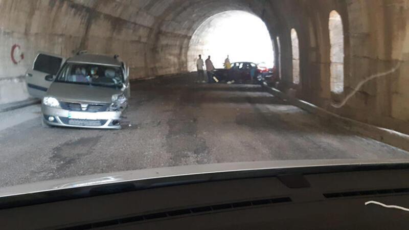 Tunceli'de feci kaza! Otomobiller kafa kafaya çarpıştı