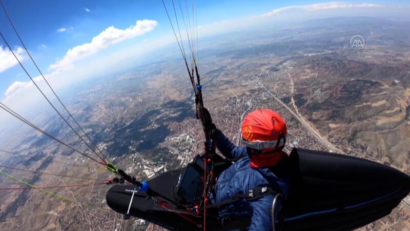 Çorum'dan Konya'ya yamaç paraşütüyle uçtu