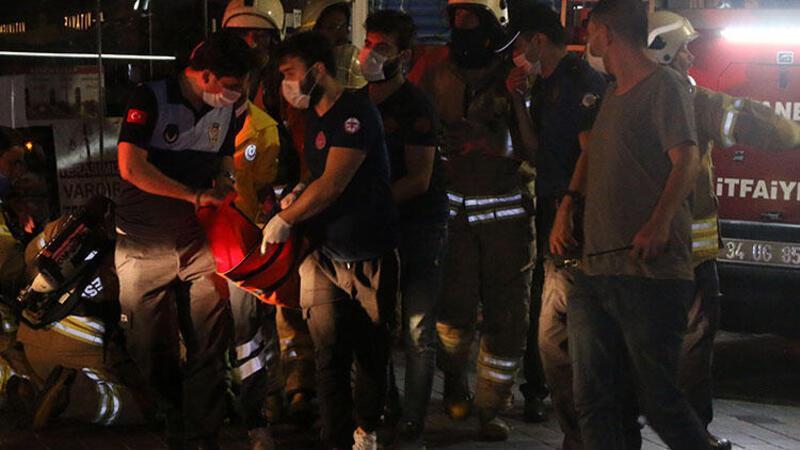 Beyoğlu Tünel Meydanı'ndaki bir mağazada yangın çıktı