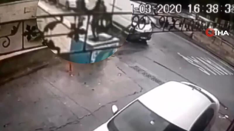 İstanbul'da güpegündüz kapkaç dehşeti kamerada