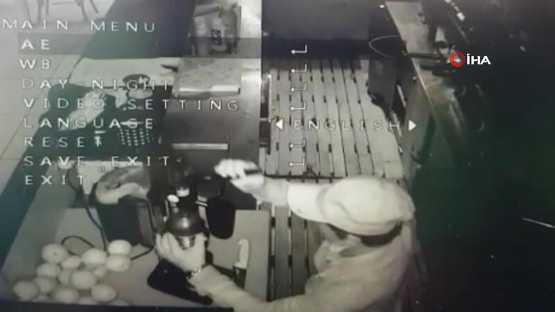 """Hırsızlık için girdiği iş yerinde """"portakal suyu"""" sıkan hırsız kamerada"""