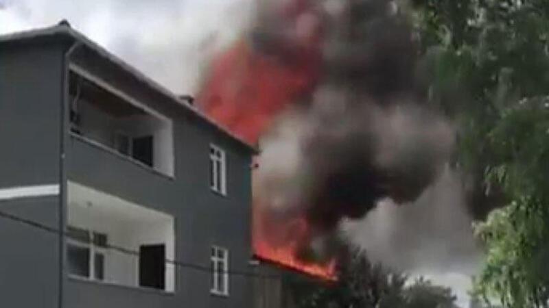 Son dakika haber... Eyüpsultan Göktürk'te iki katlı binanın çatısında yangın