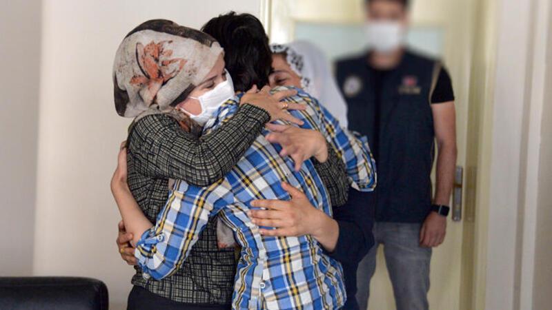 Teslim olan PKK'lı kadın, ailesiyle buluşturuldu