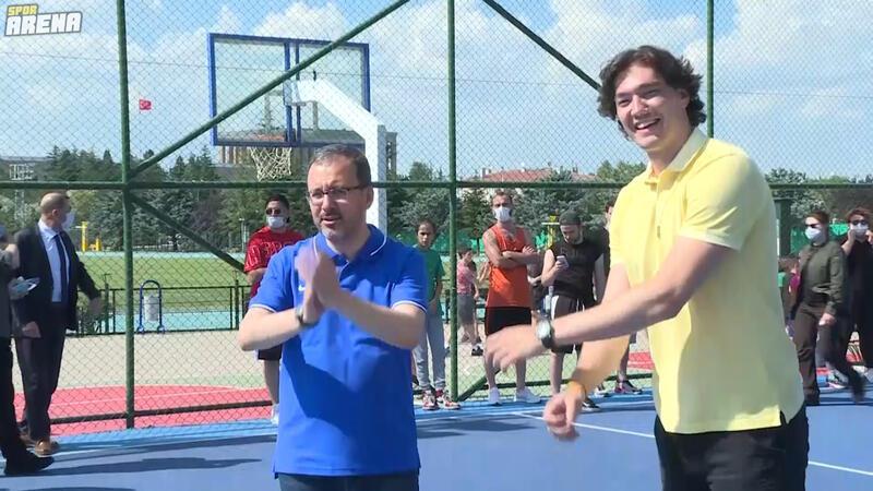Cedi Osman'dan Gençlik ve Spor Bakanı Muharrem Kasapoğlu'na ziyaret