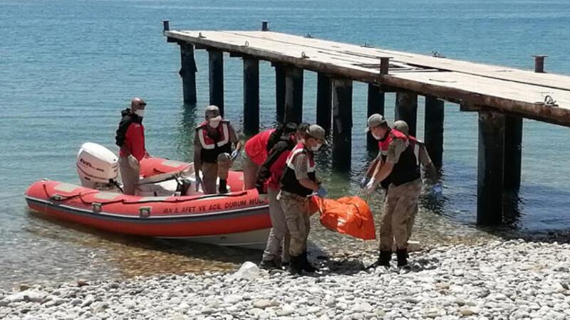 Son dakika haber... Van Gölü'nde batan tekneden 1 ceset daha çıkarıldı