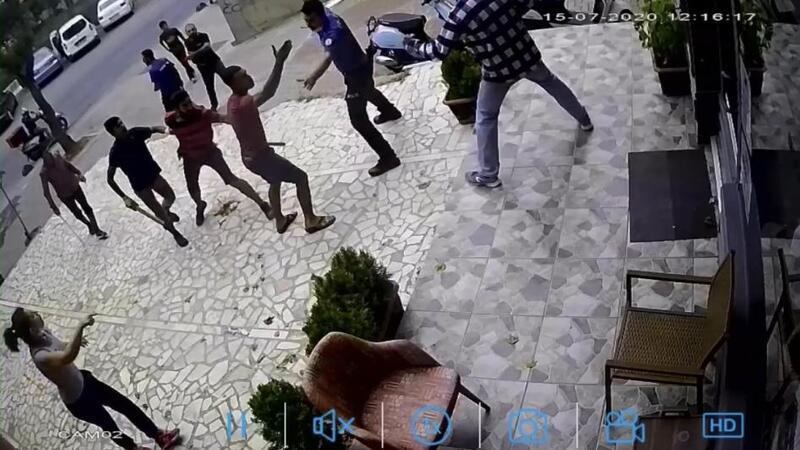 Kadıköy'de bıçaklı sopalı kavga güvenlik kamerasında