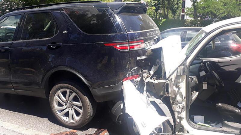 Son dakika... Bakırköy'de zincirleme trafik kazası! 5 araç birbirine girdi