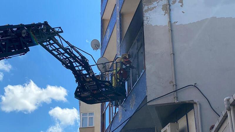 Ataşehir'de 4 katlı bir binanın birinci katında yangın çıktı