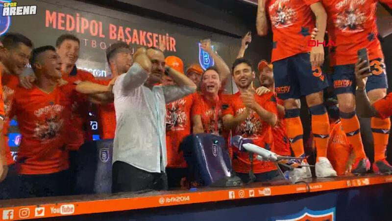Şampiyon Başakşehir'de Okan Buruk ve futbolcuların coşkusu