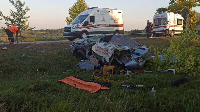Kamyonla çarpışan otomobildeki 4 kişi öldü