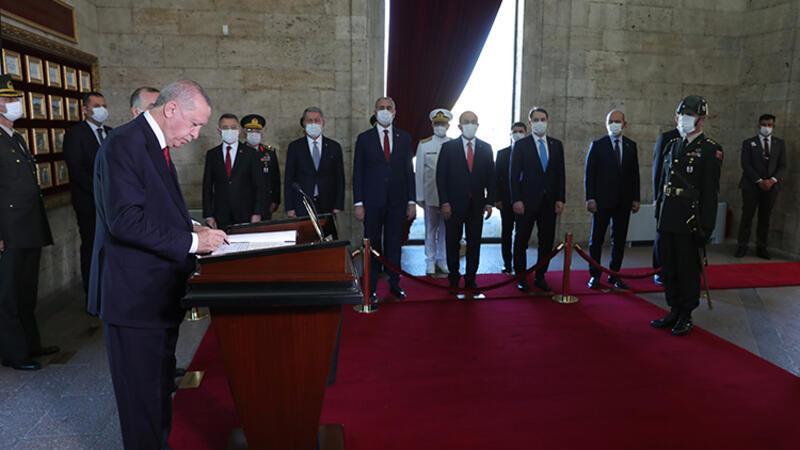 Son dakika... Cumhurbaşkanı Erdoğan ve YAŞ üyeleri Anıtkabir'de