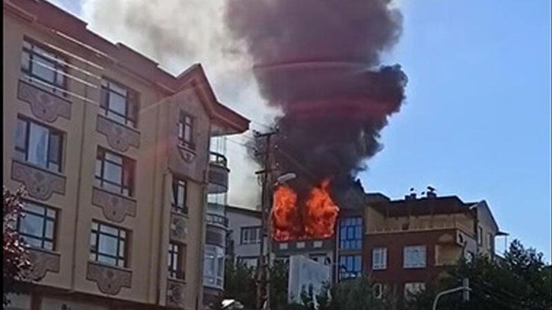Ankara'da alev alev yanan ev kullanılamaz hale geldi