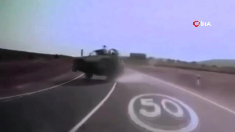 Rusya'da arazi aracı devrildi, turistler yol kenarına savruldu