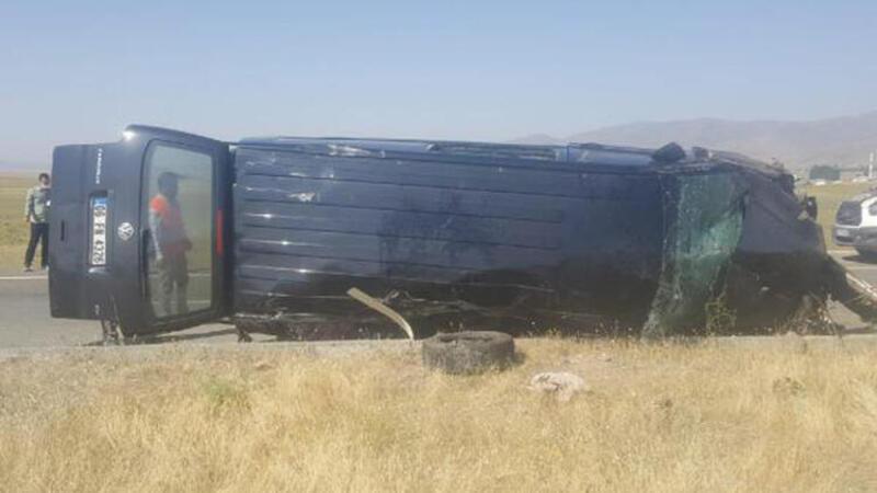 Ağrı'da bayram yolunda feci kaza! 3 ölü 6 yaralı