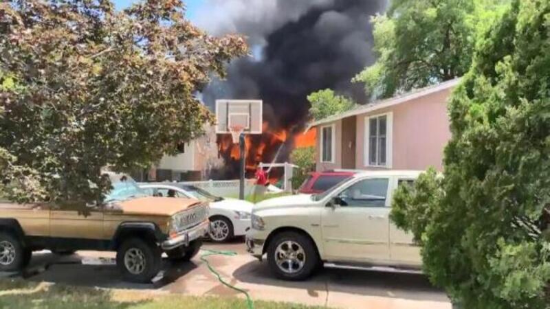 ABD'de uçak evin üzerine düştü: 3 ölü 4 yaralı