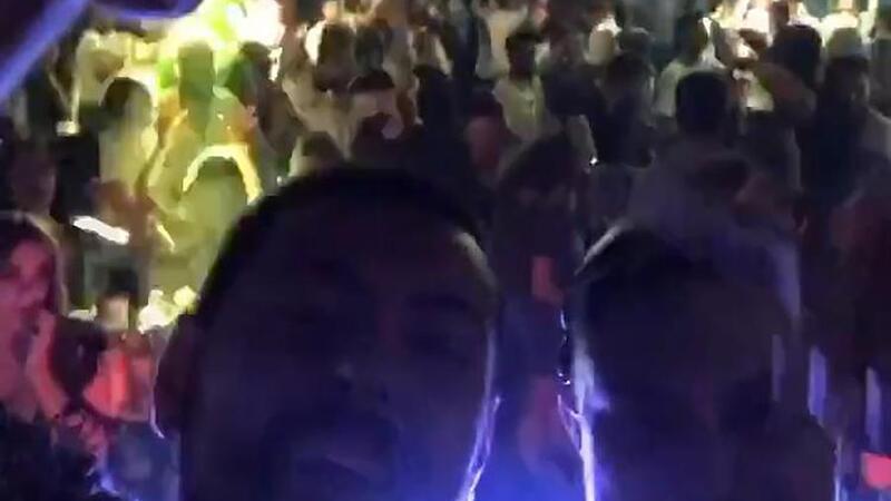 Görüntüler Trabzon'dan... Koronavirüse aldırmadılar, kafede parti düzenlediler