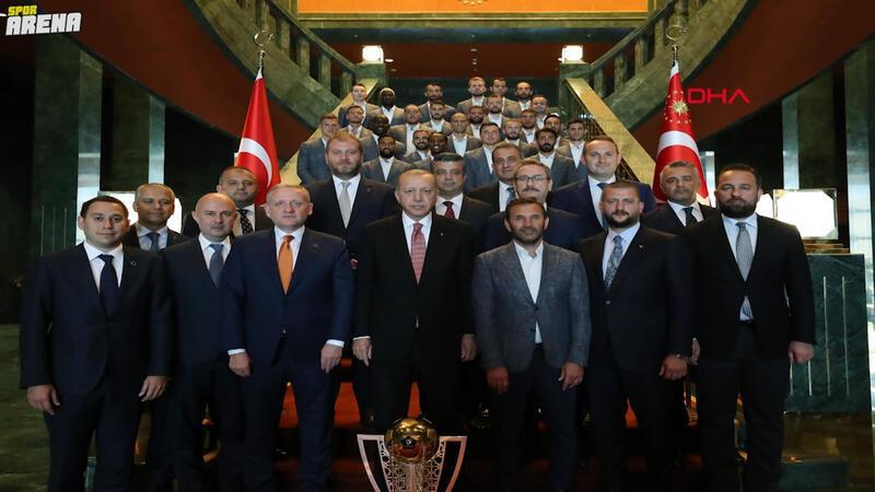 Son Dakika | Cumhurbaşkanı Recep Tayyip Erdoğan, Süper Lig şampiyonu Başakşehir'i kabul etti