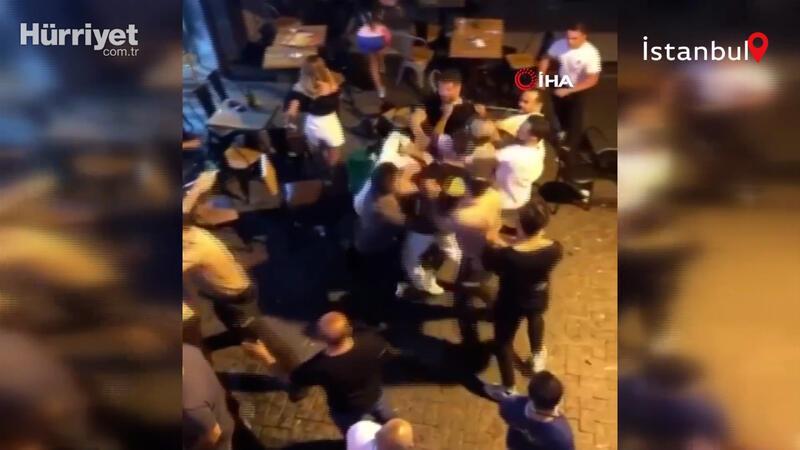 Beşiktaş Çarşı'da sandalyeler havada uçuştu, o anlar kamerada