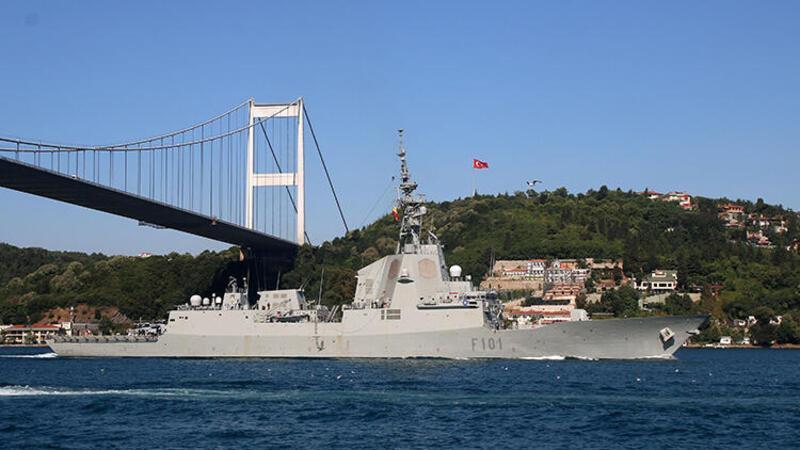 NATO tatbikatinden dönen savaş gemileri İstanbul Boğazı'ndan geçti