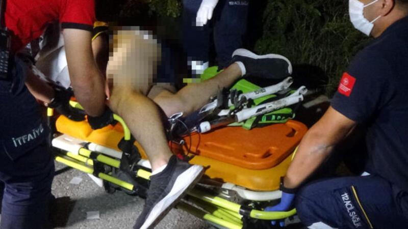 Bisikletten düşen gencin bacağına gidon saplandı