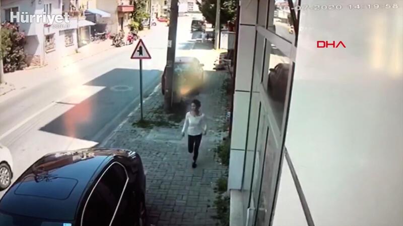 Babasından kaçarken otomobil çarptı