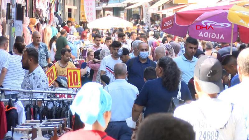 Adana'da bayram alışverişinde koronavirüse davet