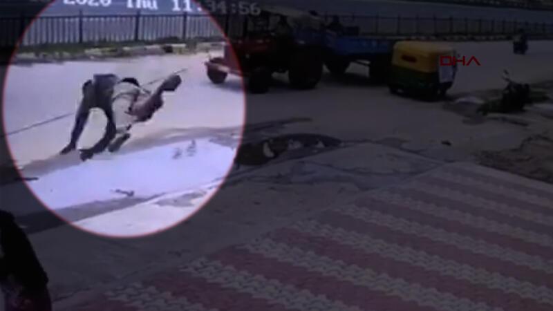 Hindistan'da ilginç kaza! Yoldan geçen bir kadının üzerine uçtu