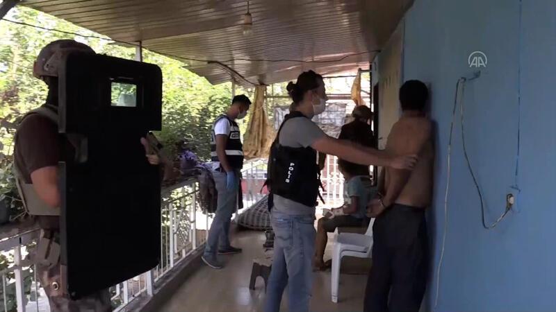 """Uyuşturucu tacirlerine """"Bayram Temizliği"""" operasyonu kamerada"""