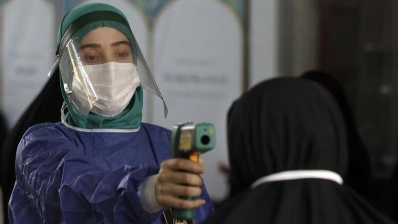 İran'da son 24 saatte koronavirüsten 216 kişi hayatını kaybetti