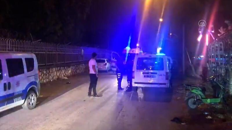 """Adana'da """"çarpışan otoya çok çarptın"""" kavgası: 4 yaralı"""
