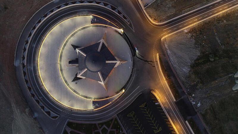 Türkiye'nin ilk ay-yıldızlı camisi yarın ibadete açılıyor