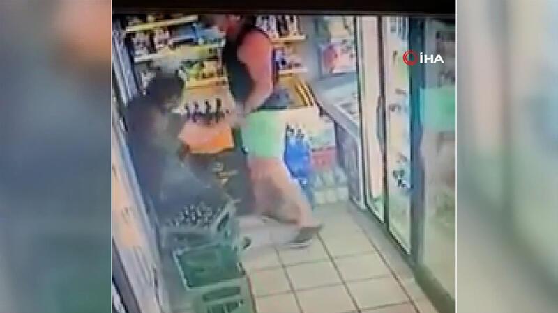 Maske takmadığı için kendisini uyaran çalışana yumruk attı