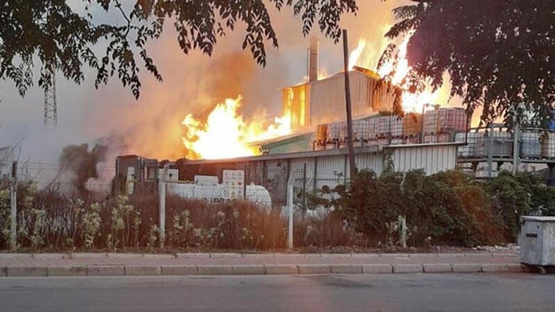 Antalya OSB'de, kimya fabrikasındaki patlama korkuttu