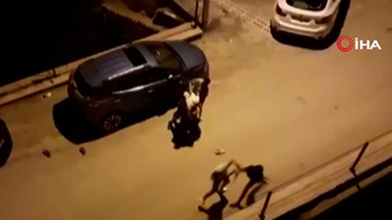 Sokak ortasında tekme-tokat kavga kamerada