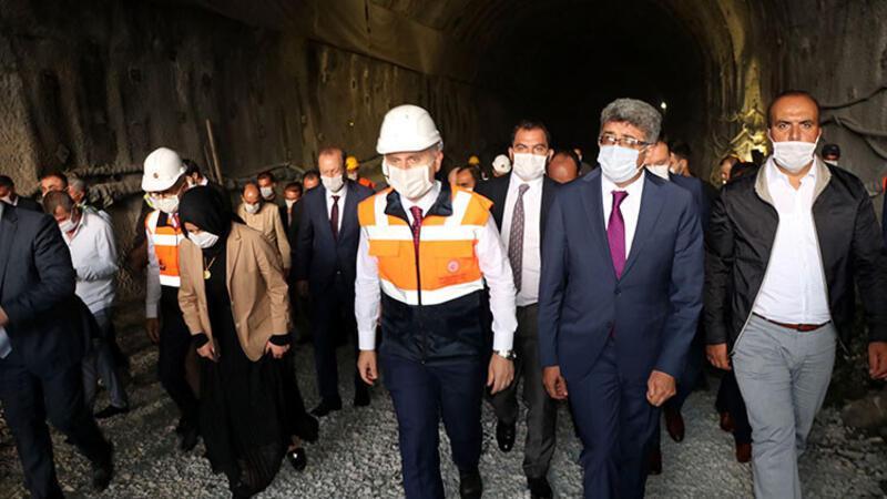 Bakan Karaismailoğlu Van-Hakkari yolunda yapılan Güzeldere Tüneli'ne ziyaret