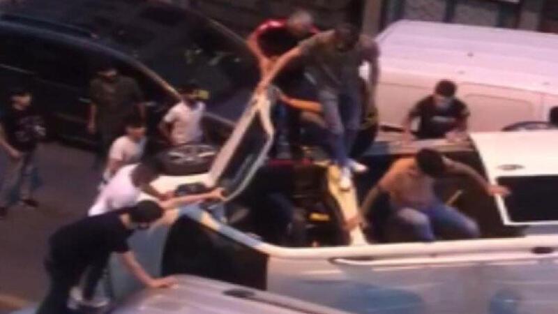 Güngören'de kaza yapan minibüstekileri kurtarma seferberliği