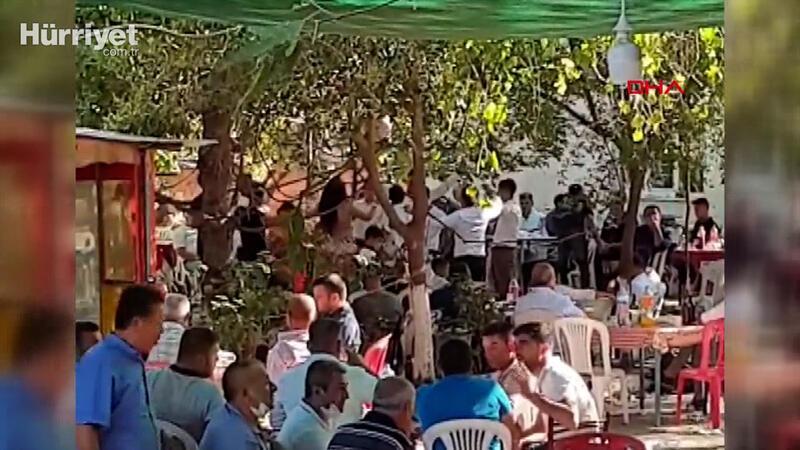Mahalle meydanında, koronavirüse rağmen dansözlü düğün