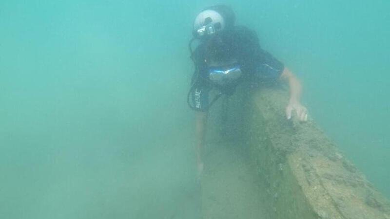 Bodrum'da, 'kum kaçmasın' diye deniz dibine örülen duvar böyle görüntülendi