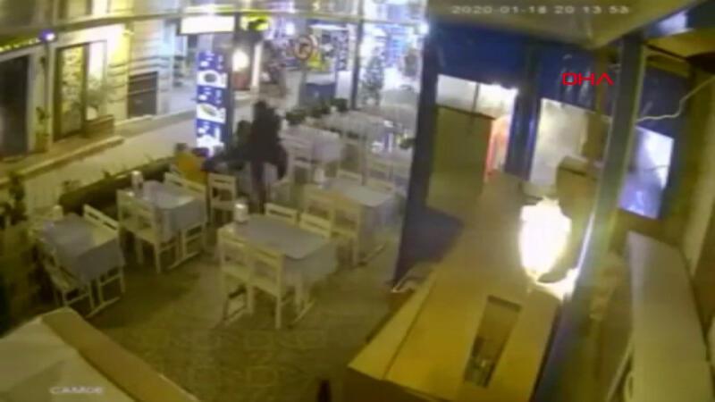 Muğla'da kadına uçan tekmeli saldırı anı kamerada