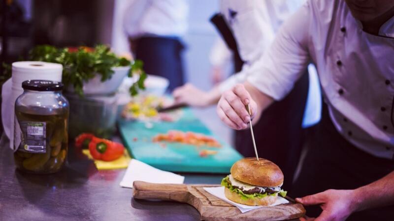 Yeme içme sektörünün yeni trendi: Var olmayan restoranlar