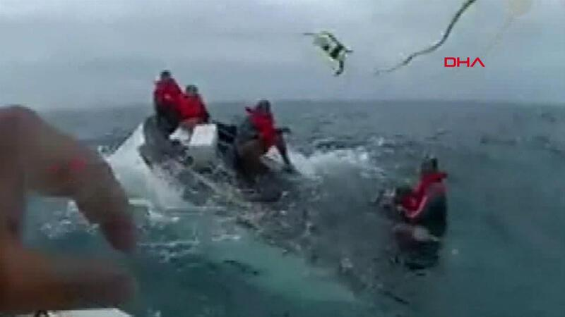 Meksika Körfezi'nde alabora olan teknedeki 5 kişi böyle kurtarıldı