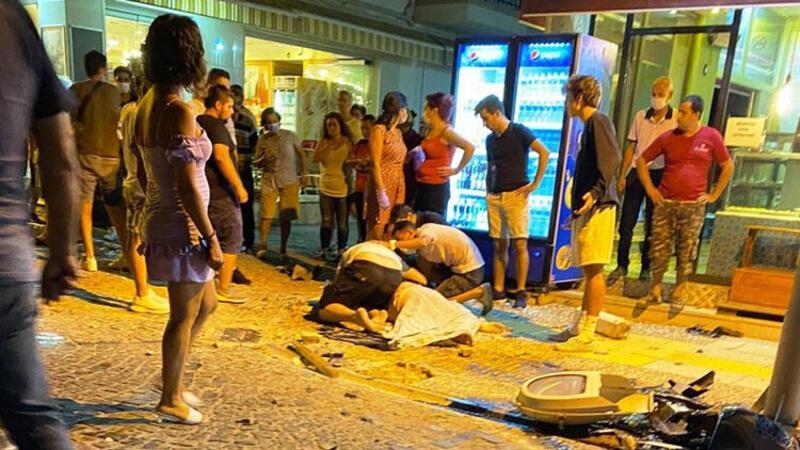 Datça'da kafe önündeki masada oturanlara otomobil çarptı