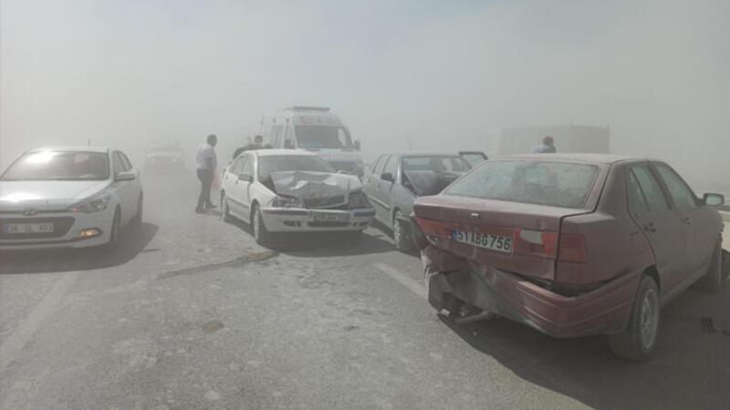 Kum fırtınası nedeniyle zincirleme kaza