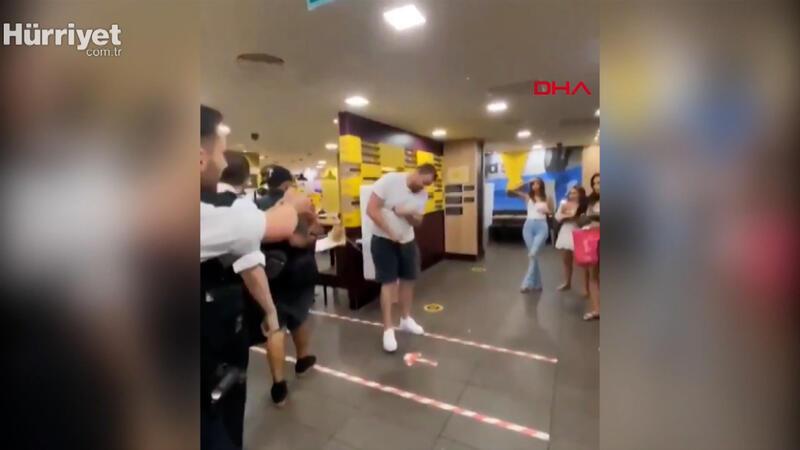 İngiltere'de polis restoranda çıkan kavgayı şok tabancasıyla ayırdı
