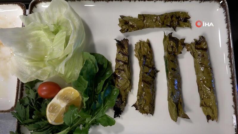 Çanakkaleli aşçı asma yaprağında sardalyanın tarifini anlattı